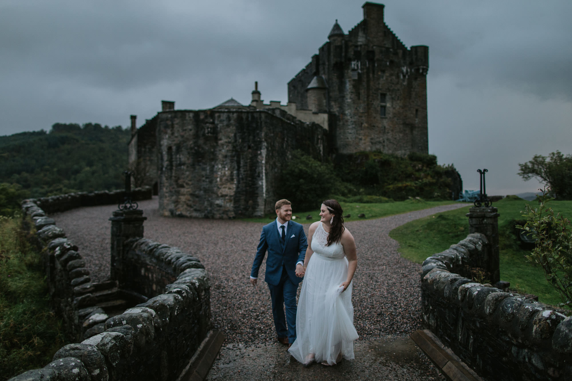 eilean-donan-castle-scotland-elopement-destination-wedding-photographer